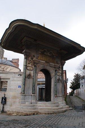Sultanahmet District: Εντυπωσιακή πύλη
