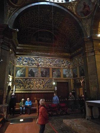Basilica de la Mare de Deu de LLuc: Interior de la Basílica.