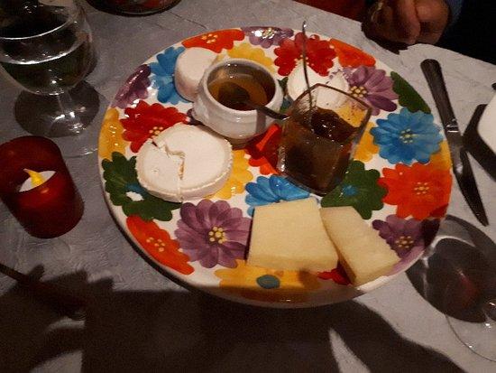 Les Jardins de l'Estagnol: Cheesse with honey and fig marmalade; tarte Tatin