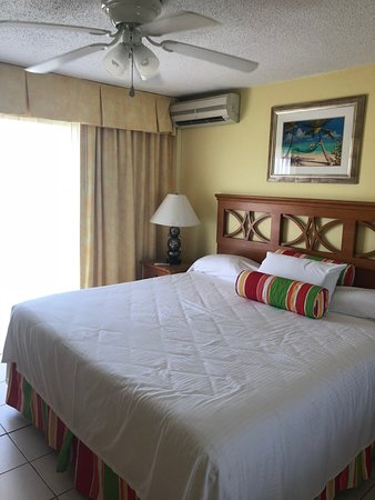 Atrium Beach Resort and Spa: Bedroom