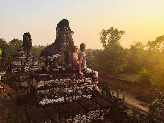 Angkor Wat Services day tours: Watching the sunset!