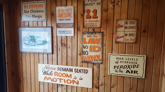Hooters: Signage
