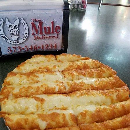Ironton, Миссури: The Mule Cheesy Bread