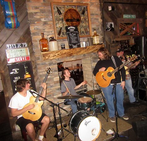 Fifth & Federal Station : Live music The Ruckus