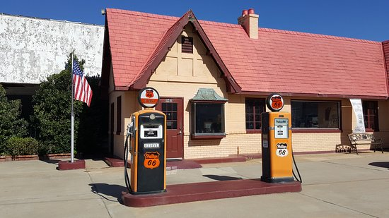 Baxter Springs, KS: Vintage gas station