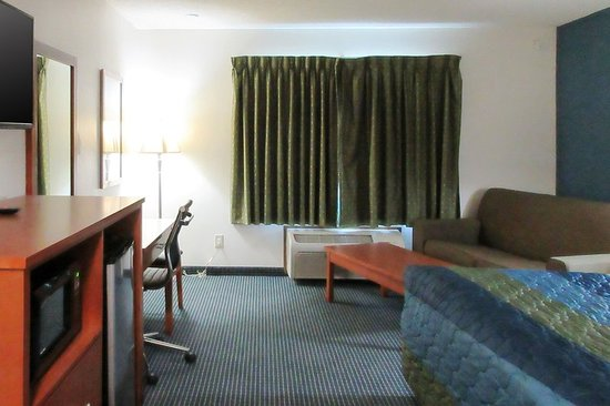 Redwood Falls, MN : Guest room