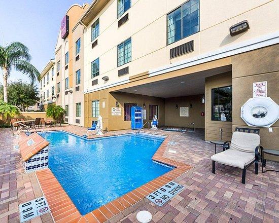 Comfort Suites McAllen: Pool