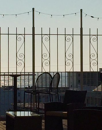 Fenwick Inn: Rooftop dining area