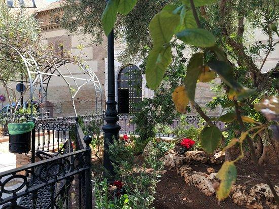 Iglesia de la Encarnacion: courtyard ourside of Church.