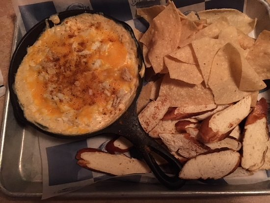 Bethany Blues BBQ: A huge crab dip appetizer