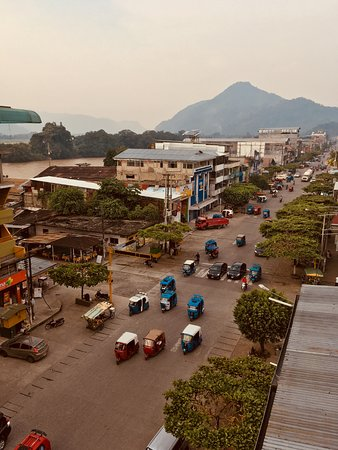 Tingo Maria National Park, Peru: View from 4th floor of the hotel, across the river is the airport