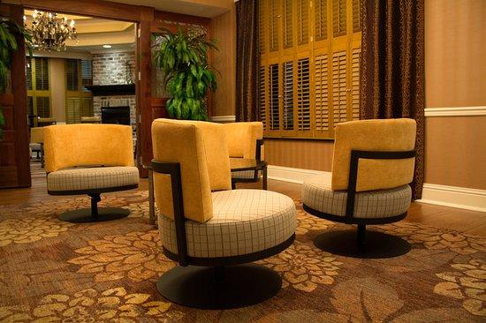 Holiday Inn Express Savannah - Historic District : Lobby