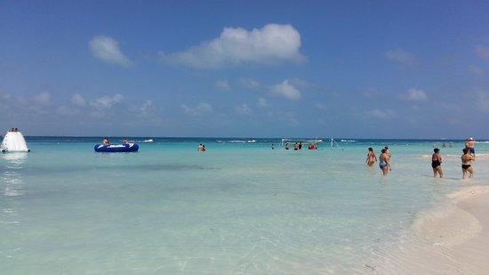Dreams Sands Cancun Resort & Spa: Praia na frente do hotel