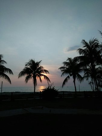 Teluk Kemang : Chrystal escapades take you to Sunset from port dickson in malaysia