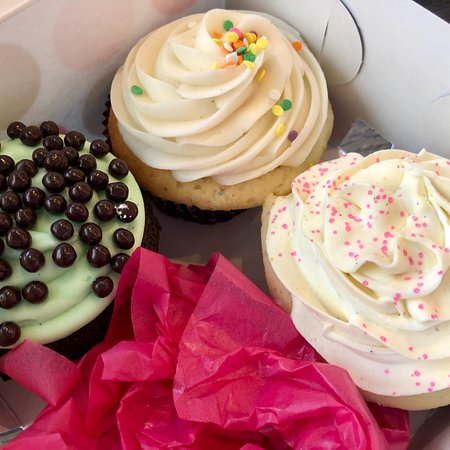 Fleur De Sel Picture Of Dots Cupcakes Pasadena Tripadvisor