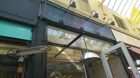 Brixton, UK : Tiger & Pig