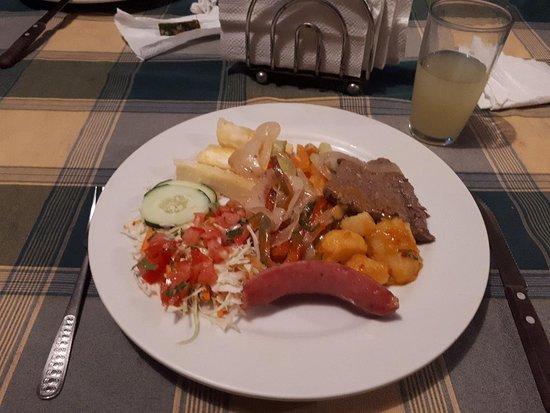 Sarapiqui, Costa Rica: Dinner provided: chorizo, cheese, salad, potatoes, steak and fresh juice