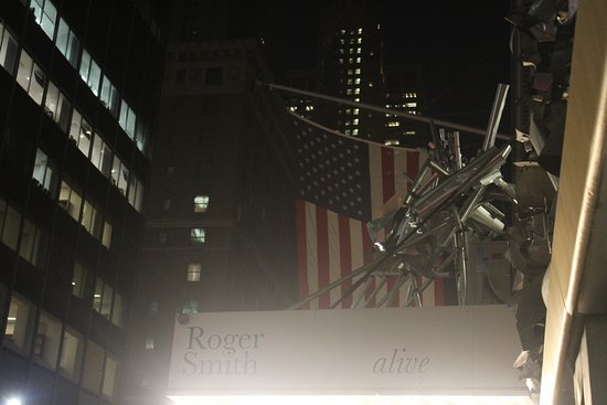 Roger Smith Hotel: Entrance from Lexington Avenue