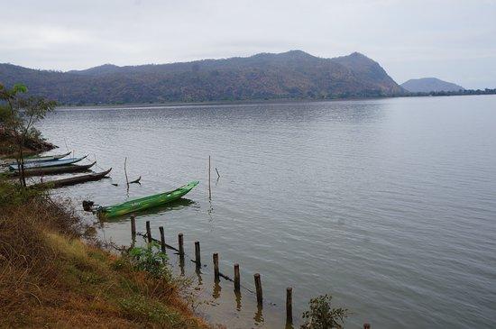 Kamping Puoy Reservoir: 可以坐船