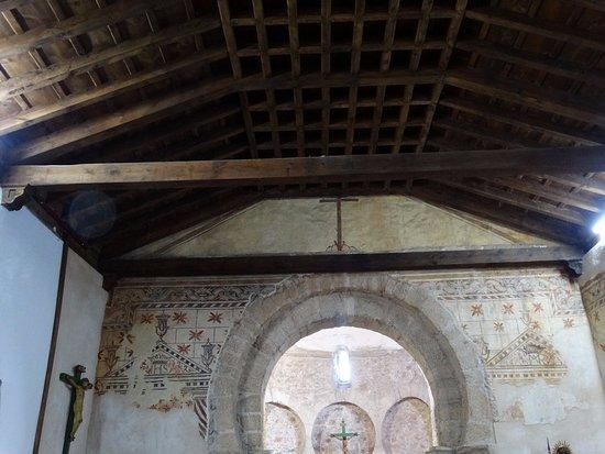 Iglesia Santo Tomas de las Ollas: Arc with frescos