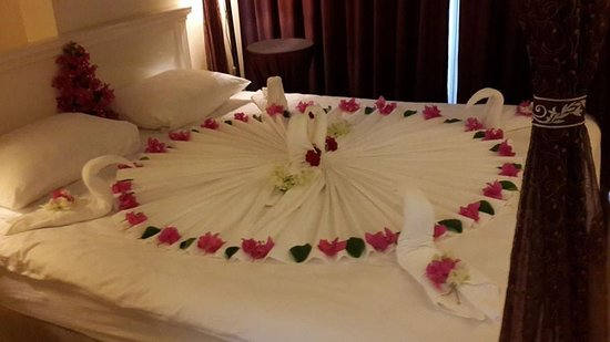 Conny's Hotel: Room decoration by our lovely room maid