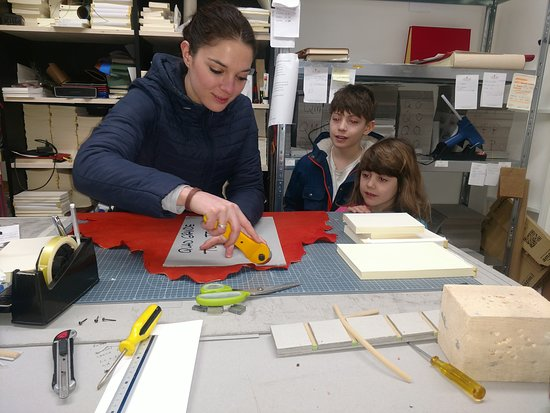 Legatoria Toscana: lesson on book making