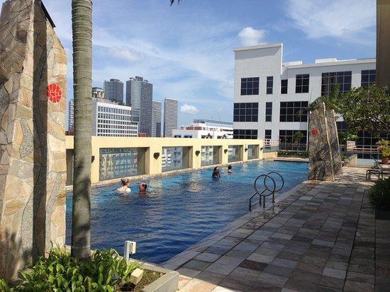 Somerset Bencoolen: The rooftop pool. Very refreshing.