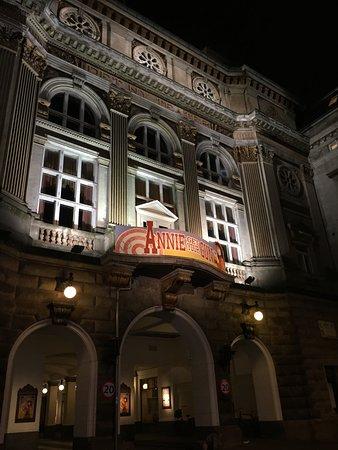 Det Ny Teater: Teatern från utsidan