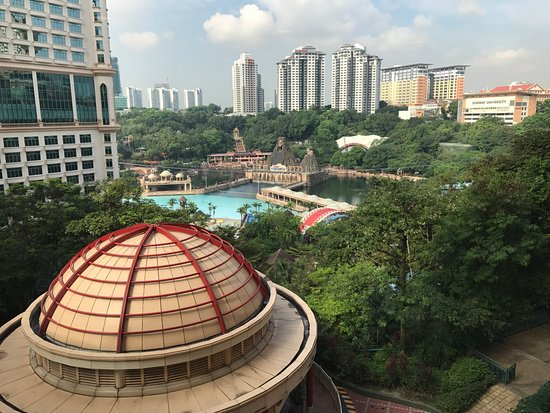 Sunway Lagoon: view of theme park from hotel