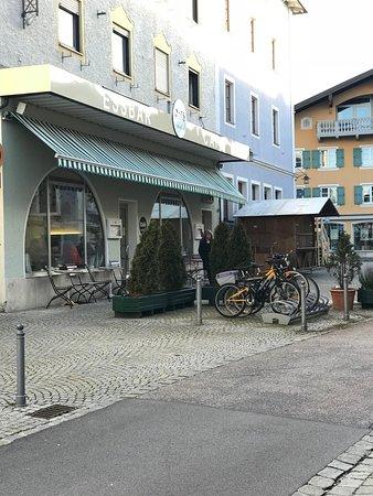 Waging am See, Germany: Vor dem Cafe