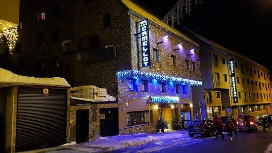 Hotel at night foto de hotel pas - Hotel camelot pas de la casa ...