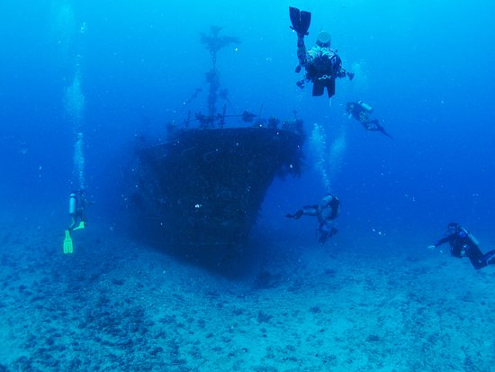 Korovisilou, فيجي: Experience Diving a Sunken Ship
