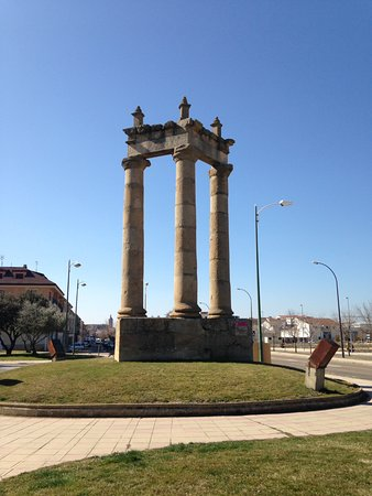 Ciudad Rodrigo, Spanyol: The Three Columns