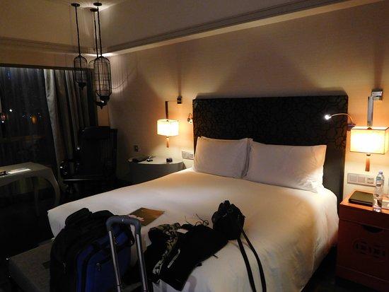 Sofitel Saigon Plaza : The bed and area around it, excuse my luggage