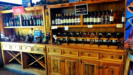 Tularosa, นิวเม็กซิโก: Awesome treats, wine, pecans and gifts.