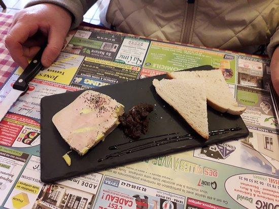 La Fringale : Foie gras confi d'oignon et toast grillé.