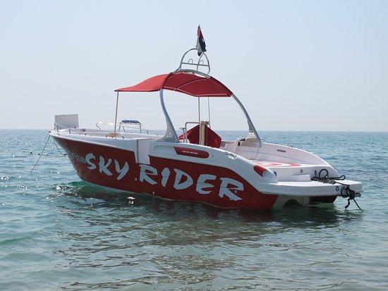 Fujairah, Emiratos Árabes Unidos: Parasailing boat SKY RIDER