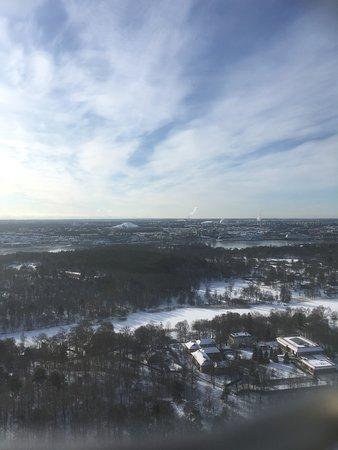 Kaknas Television Tower : Blick vom Turm. Wasserarm ist zugefroren, dahinter ist Skansen.