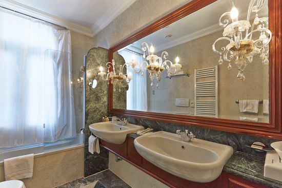 Hotel Antiche Figure: De Luxe Triple room bathroom