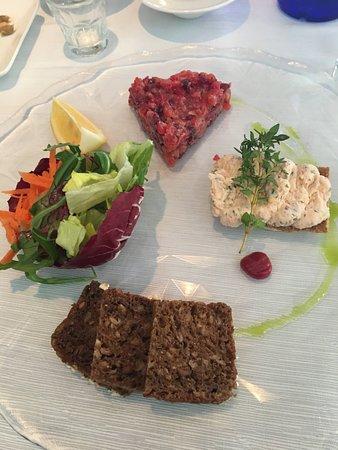 Restaurante Garum: Salmon tartare and salmon mousse