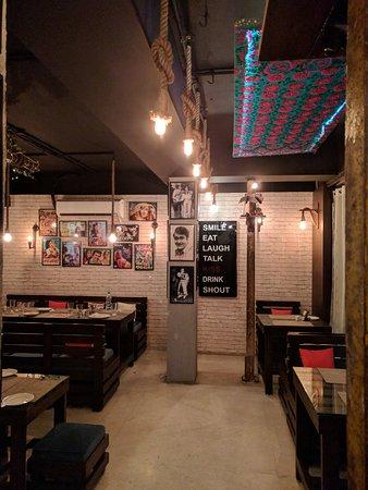 Mashaal restaurant: Seating