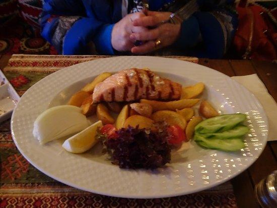 Shadow Cafe & Restaurant: сёмга
