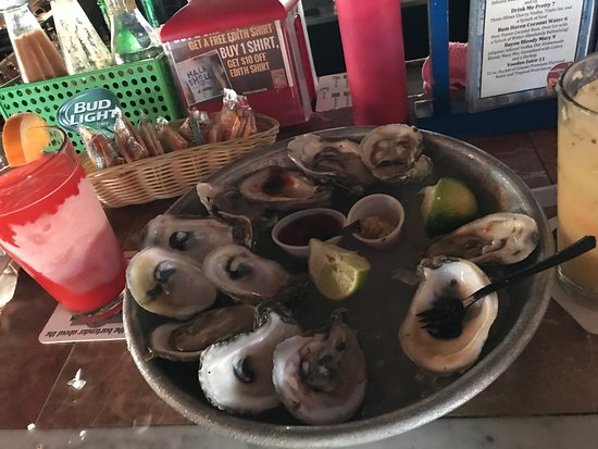 Half Shell Raw Bar: Oysters and fruity cocktails!  Yum!