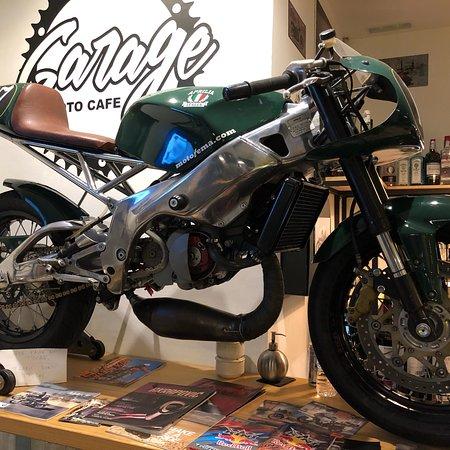 Garage moto cafe for Location garage moto