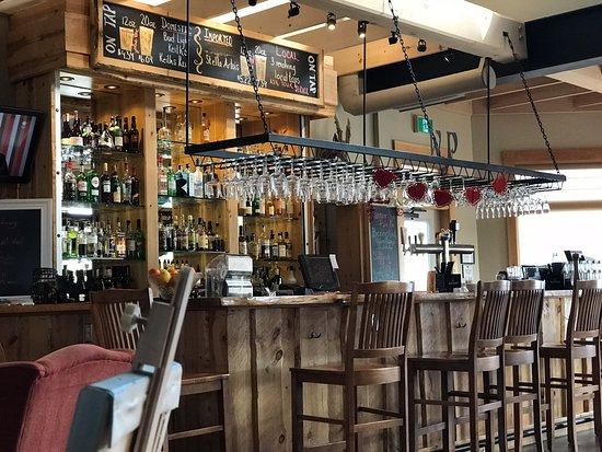 Southwest Nova Scotia, Canada: The bar at the Main Lodge.