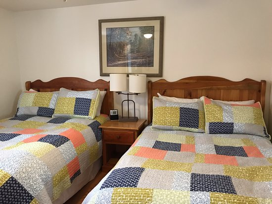 Southwest Nova Scotia, Canada: One of the two rooms with two double beds in the vacation home.