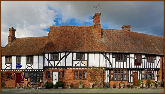 Chilham, UK: Old houses on the square
