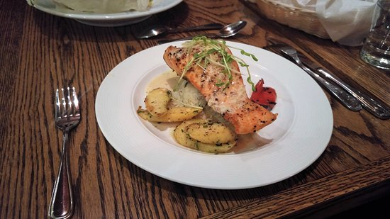 Saint-Donat-de-Montcalm, แคนาดา: Pavé de saumon au beurre nantais