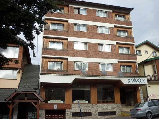 Hotel Carlos V Patagonia Bariloche: Frente del hotel
