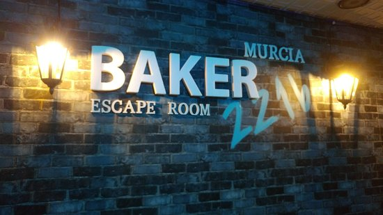 ‪Baker 221b Escape Room‬